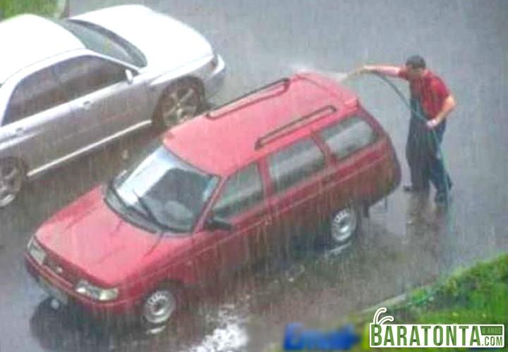 10 coisas constrangedoras que acontecem na hora de lavar o carro