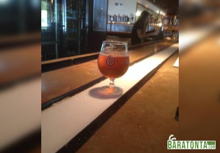 Bar com calha de gelo para manter seu copo gelado